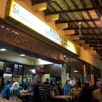 Photo taken at Restoran Sate Kajang Haji Samuri by Zul E. on 2/10/2013