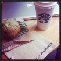 Снимок сделан в Starbucks пользователем LOBO A. 6/16/2013
