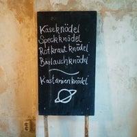 Foto tirada no(a) Knödelwirtschaft por maurizio c. em 4/25/2015