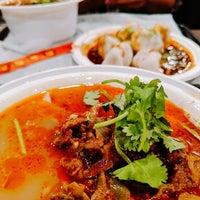 Das Foto wurde bei Xi'an Famous Foods von Ameet P. am 10/2/2018 aufgenommen