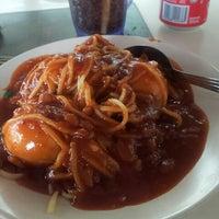 Photo taken at Restoran Malauwi by haswadi h. on 6/28/2013