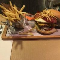 Photo taken at Stanford Gourmet Burger by Rafael M. on 6/1/2016