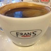 Foto tirada no(a) Fran's Café por Erika F. em 7/18/2013