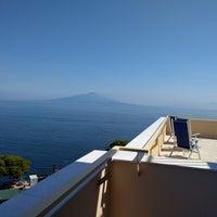 Foto scattata a Hotel Residence Miramare Sorrento da Michael G. il 6/15/2017
