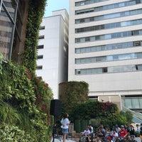 Photo taken at 大阪マルビル 緑のテラス by MACKA C. on 8/6/2017