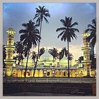 Photo taken at Masjid Jamek Kuala Lumpur by Muhi C. on 7/2/2013