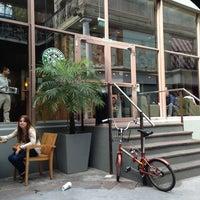 Снимок сделан в Starbucks пользователем Gaby A. 2/25/2013
