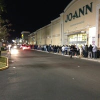Photo taken at Best Buy by Horatio H. on 11/23/2012