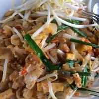 Photo taken at ศูนย์อาหารบัวขาว by Giftzy P. on 10/30/2014