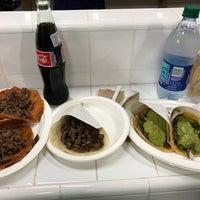 Foto scattata a Los Tacos No. 1 da MrCorkster il 8/8/2017