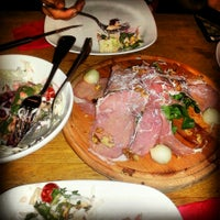 8/24/2013 tarihinde Ugur K.ziyaretçi tarafından Toro Steak House'de çekilen fotoğraf