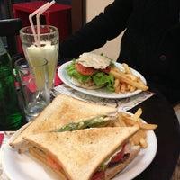 Photo taken at Café de la P by Felipe J. on 5/10/2013