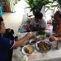 Photo taken at ร้านเมืองเกษตร(ท่าน้ำอ้อย) by Miztersong 1. on 9/18/2014