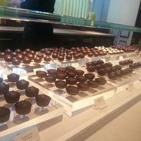 Foto tirada no(a) Fran's Chocolates por Jennifer S. em 5/24/2013