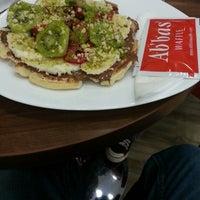 4/23/2013 tarihinde Anıl K.ziyaretçi tarafından Ab'bas Waffle & Cafe'de çekilen fotoğraf