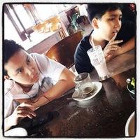 Photo taken at Waroeng Djoglo by ardito n. on 1/31/2014