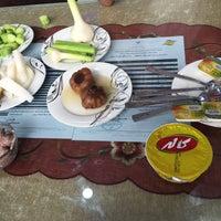 Photo taken at Khan Khan Restaurant | رستوران خوان خان by Sara M. on 3/9/2016