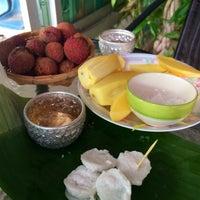Photo taken at โรงเรียนแพทย์แผนไทยชีวกโกมารภัทจ์ Thai Massage School Shivagakomarpaj (Old Medicine Clinic) by Maya J. on 6/10/2014