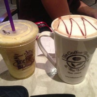 Photo taken at The Coffee Bean & Tea Leaf by Gordon C. on 5/13/2013