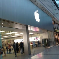 Photo taken at Apple Manchester Arndale by Nick M. on 9/20/2012
