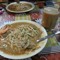 Photo taken at Restoran Pak Tam by zarine on 4/12/2013