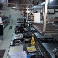 Photo taken at Okan Universitesi Gastronomi Bölümü Mutfak Sanatları Merkezi by Ozdemir I. on 10/8/2013
