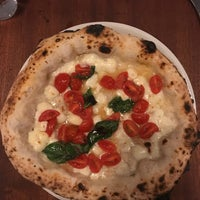 Foto diambil di Una Pizza Napoletana oleh Jason F. pada 6/19/2018