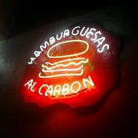 Foto tomada en Rocking Burgers por Sidharta Q. el 1/16/2012