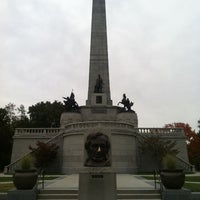 Photo taken at Lincoln Tomb State Historic Site by Mattias E. on 10/1/2012