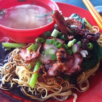 Photo taken at O & S Restaurant (海天茶餐室) by Chia Wen on 6/1/2013