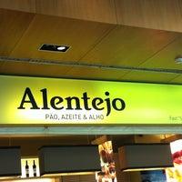 Photo taken at Alentejo - Pão, Azeite & Alho by Cristine T. on 4/16/2013