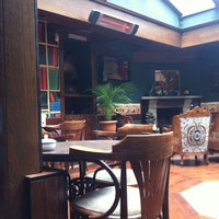 4/20/2013 tarihinde Dilruba P.ziyaretçi tarafından Cafe Rea'de çekilen fotoğraf