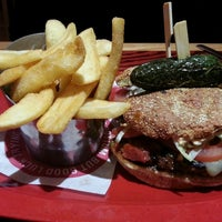 Photo taken at Red Robin Gourmet Burgers by Kent S. on 2/8/2014