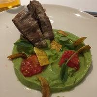 Foto scattata a Aqua Restaurant at Hotel Luz da Daniel C. il 8/11/2017