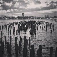 Foto tirada no(a) Hudson River Running Path por Fernando B. em 2/16/2013