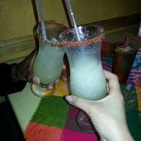 รูปภาพถ่ายที่ El Comal Mexican Restaurant โดย Robin W. เมื่อ 4/16/2013
