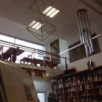 Foto tomada en Librería Esotérica Yug por 💀Crizzy💀 el 7/13/2013