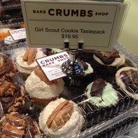 10/29/2013 tarihinde D B.ziyaretçi tarafından Crumbs Bake Shop'de çekilen fotoğraf