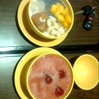 Photo taken at Honeymoon Dessert - Pluit Village by Wicella R. on 7/25/2013