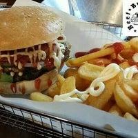 Das Foto wurde bei Triple B - Beef Burger Brothers von Mario am 2/8/2014 aufgenommen