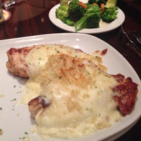 Photo taken at LongHorn Steakhouse by Catherine D. on 9/7/2013