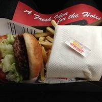 Foto diambil di In-N-Out Burger oleh Brandon M. pada 11/28/2012