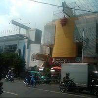 Photo taken at Pusat Oleh-Oleh Khas Semarang by Ahmad F. on 3/7/2013