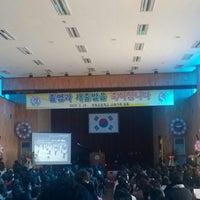 Photo taken at 언동초등학교 by Kwan-Seob Y. on 2/15/2013