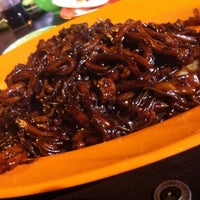 Photo taken at PJ Charcoal Fried Hokkien Mee by WSL on 9/7/2014