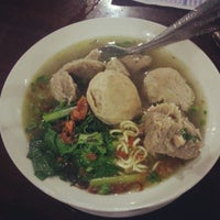 Photo taken at Mie Ayam & Bakso Idola Pak Tikno by Prasasya K. on 11/1/2012