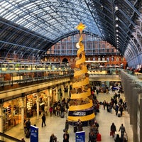 Photo taken at London St Pancras International Railway Station (STP) by Mejroxy on 12/31/2012