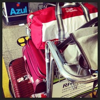 Photo taken at Check-in Azul by Jô M. on 2/4/2013