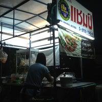 Photo taken at แชมป์ ลูกชิ้นเนื้อวัวแท้ by Kathy S. on 12/17/2012