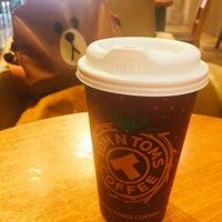 Photo taken at TOM N TOMS COFFEE by Jung Won H. on 1/19/2017